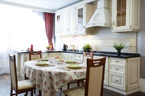 Сдается 4-комнатная квартира посуточно, улица Нурсултана Назарбаева, 10.