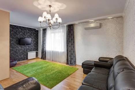 Сдается 4-комнатная квартира посуточно в Казани, Тихомирнова 11.