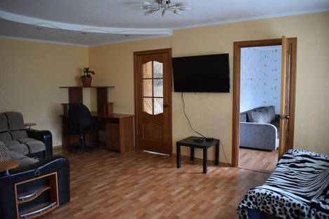Сдается 3-комнатная квартира посуточно в Нижневартовске, улица Менделеева, 2а.