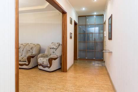 Сдается 2-комнатная квартира посуточно в Челябинске, улица Братьев Кашириных, 12.