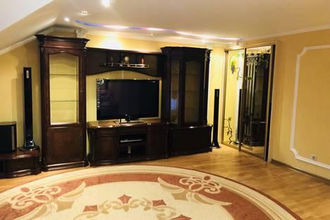 Сдается 3-комнатная квартира посуточно в Симферополе, Большевистская улица, 28.