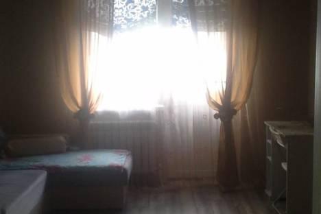 Сдается 1-комнатная квартира посуточно в Батайске, улица Энгельса, 85.