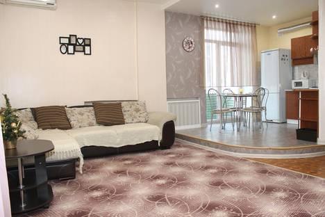 Сдается 3-комнатная квартира посуточно, улица Аллея Героев, 1.