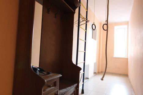 Сдается 2-комнатная квартира посуточно, улица Кирова, 112.