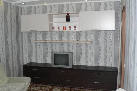 Сдается 2-комнатная квартира посуточно в Ижевске, ул. Холмогорова, дом 14.