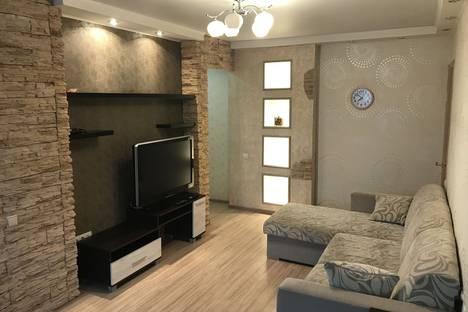 Сдается 2-комнатная квартира посуточно, улица В. Сивкова, 154.