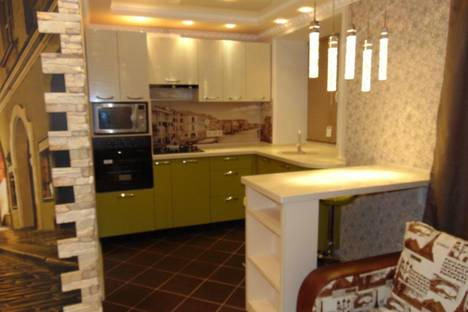 Сдается 2-комнатная квартира посуточно, улица Семена Ремезова 66.