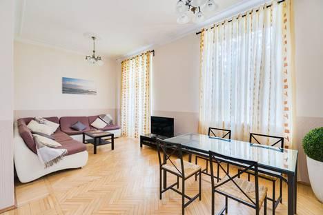 Сдается 3-комнатная квартира посуточно, Малая Бронная улица, 17.