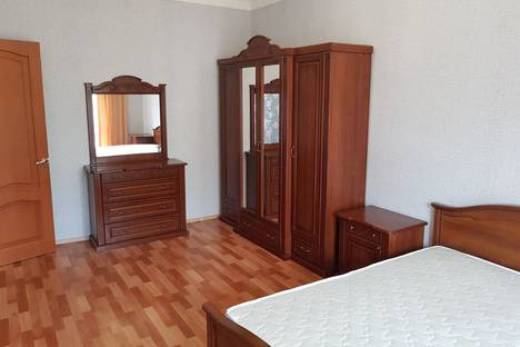 Сдается 4-комнатная квартира посуточно в Балакове, улица Ленина, 127.