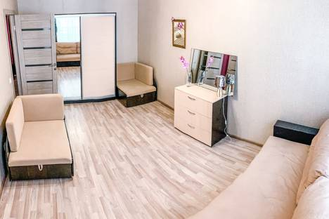 Сдается 1-комнатная квартира посуточно в Ижевске, улица Ленина, 93.