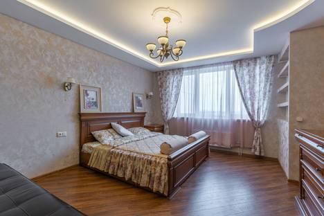 Сдается 2-комнатная квартира посуточно, улица Белинского, 177.