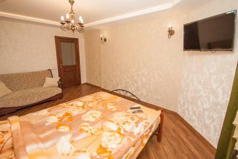 Сдается 2-комнатная квартира посуточно в Екатеринбурге, улица Юмашева, 6.