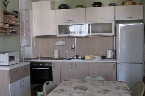 Сдается 2-комнатная квартира посуточно в Равде, Черноморская ул. дом 10 апар А-2.