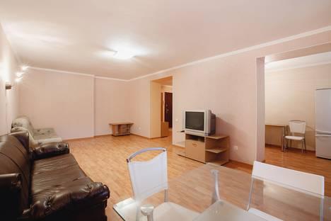 Сдается 3-комнатная квартира посуточно, улица Степана Разина, 19.