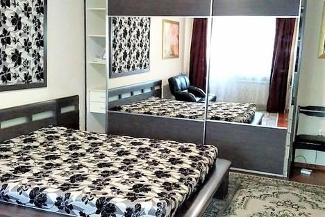 Сдается 1-комнатная квартира посуточно, Байзакова, 127.