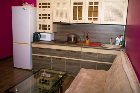 Сдается 2-комнатная квартира посуточно во Владивостоке, улица Камская, 43а.