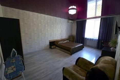 Сдается 1-комнатная квартира посуточно, улица Айвазовского, 25.