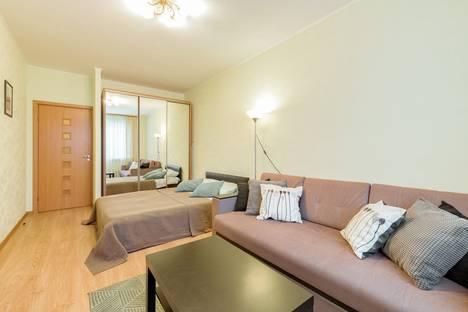 Сдается 1-комнатная квартира посуточно, Гражданский проспект, 36.