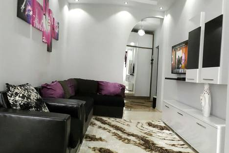 Сдается 3-комнатная квартира посуточно, Ул.Инасаридзе.