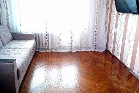Сдается 2-комнатная квартира посуточно в Туапсе, улица Полетаева, 37.