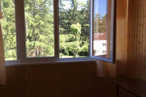 Сдается 3-комнатная квартира посуточно в Пицунде, ул. Гочуа 21.