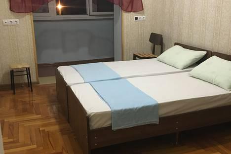Сдается 2-комнатная квартира посуточно в Пицунде, ул. Агрба 13.
