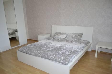 Сдается 2-комнатная квартира посуточно, улица Динмухамеда Кунаева, 14.