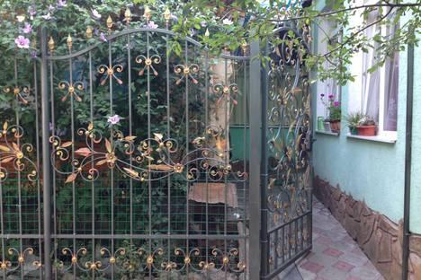 Сдается 2-комнатная квартира посуточно в Алуште, улица Саранчева, 20.