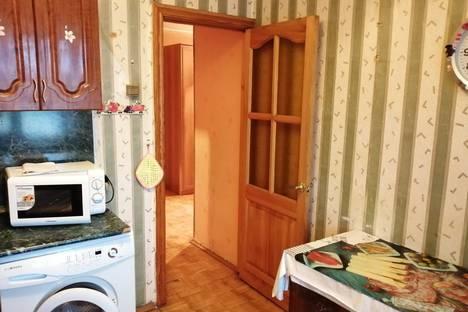 Сдается 2-комнатная квартира посуточно в Уфе, Калининский район, микрорайон Шакша, Сельская улица, 8.