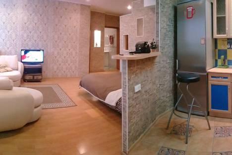 Сдается 2-комнатная квартира посуточно, улица Курбатова 1.