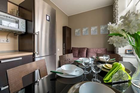 Сдается 2-комнатная квартира посуточно в Санкт-Петербурге, улица Гастелло, 13.