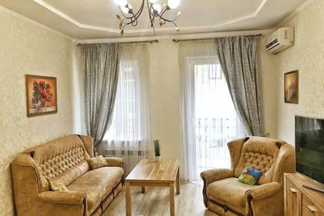 Сдается 1-комнатная квартира посуточно в Ялте, улица Морская, 8/2.