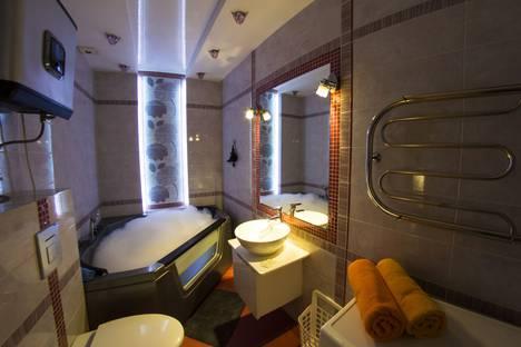 Сдается 2-комнатная квартира посуточно в Омске, улица Маяковского, 97.