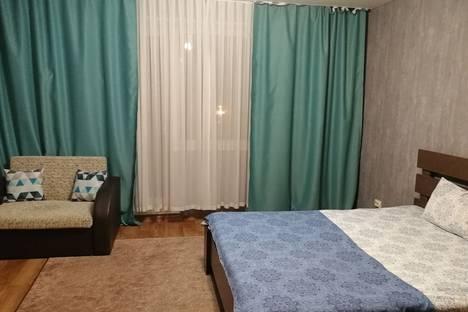Сдается 1-комнатная квартира посуточно в Челябинске, улица Братьев Кашириных, 97.