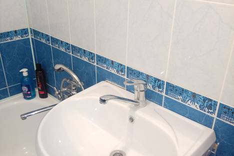 Сдается 2-комнатная квартира посуточно, проспект Шогенцукова, 44.