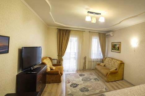 Сдается 1-комнатная квартира посуточно в Ялте, ул. Морская 8/2.