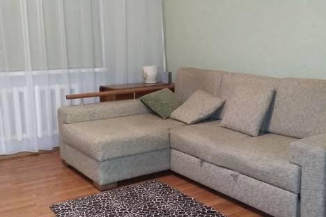 Сдается 2-комнатная квартира посуточно, улица Строителей, 3а.