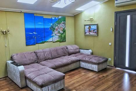 Сдается 2-комнатная квартира посуточно в Ялте, улица Морская, 8/2.