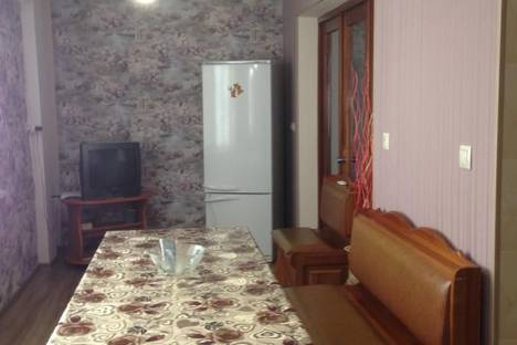 Сдается 3-комнатная квартира посуточно в Сухуме, Sochumi, улица Вардания.