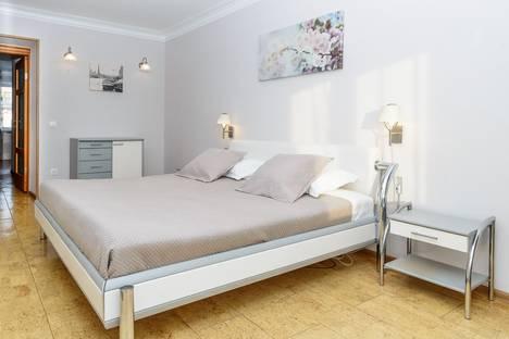 Сдается 3-комнатная квартира посуточно в Новосибирске, улица Орджоникидзе, 27.