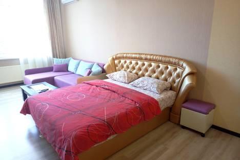 Сдается 1-комнатная квартира посуточно в Севастополе, улица Сенявина, 5.