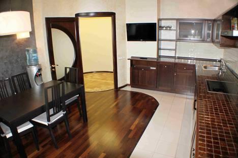 Сдается 3-комнатная квартира посуточно в Омске, набережная Тухачевского, 16.