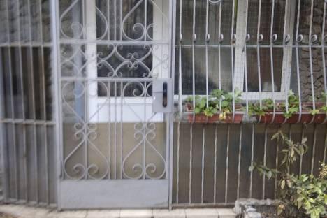 Сдается 1-комнатная квартира посуточно в Ялте, улица Архивная 9.