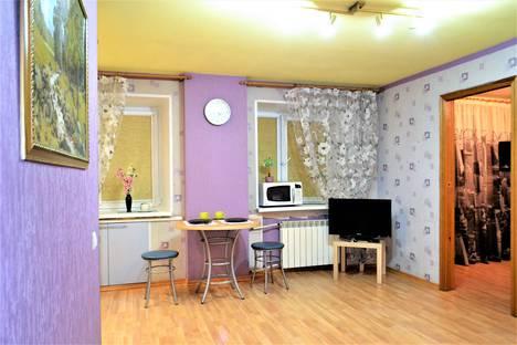 Сдается 2-комнатная квартира посуточно в Мурманске, улица Воровского, 13.