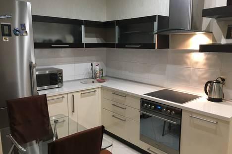 Сдается 2-комнатная квартира посуточно в Кирове, Преображенская улица, 82.