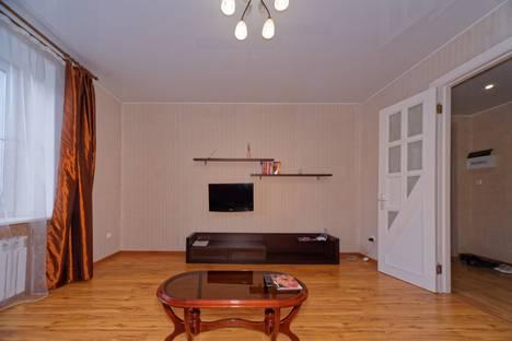 Сдается 2-комнатная квартира посуточно в Челябинске, улица Елькина, 45.