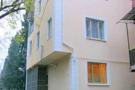 Сдается 1-комнатная квартира посуточно в Ялте, ул. Боткинская, 27.