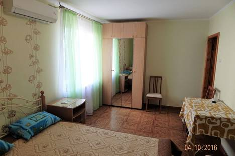 Сдается 1-комнатная квартира посуточно в Алуште, улица Заречная, 10.