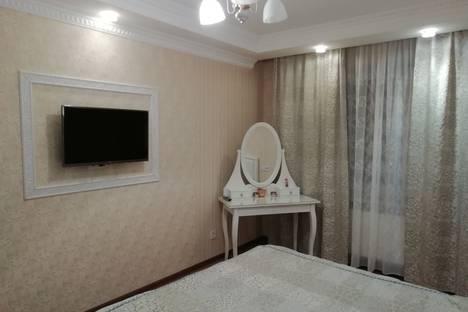 Сдается 2-комнатная квартира посуточно в Великом Новгороде, ул. Завокзальная дом 7.