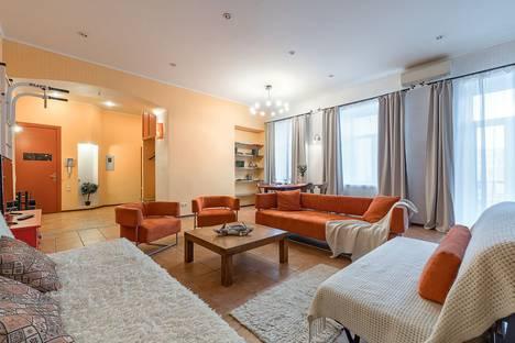 Сдается 3-комнатная квартира посуточно в Санкт-Петербурге, набережная реки Мойки, 30.